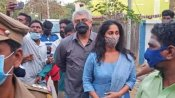 तमिलनाडु: वोट डालने पहुंचे साउथ के स्टार अजीत ने छीना फैन का फोन, वीडियो वायरल