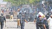 पाकिस्तान में भड़की गृहयुद्ध की आग, इमरान खान ने फेसबुक-ट्विटर समेत सोशल मीडिया पर लगाया प्रतिबंध