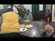 बरेली में सरकारी आवास-विकास के दफ्तर में चल रही दारू पार्टी, Video वायरल