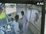 VIDEO: टोल प्लाजा के कर्मचारी की अज्ञात शख्स ने चप्पलों से की पिटाई, जांच में जुटी पुलिस