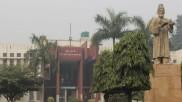 Jamia Millia यूनिवर्सिटी में जमकर हुई मारपीट-तोड़फोड़, छात्रों ने लगाया प्रशासन पर गुंडों से पिटवाने का आरोप