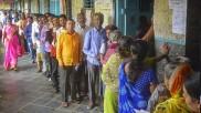 Maharashtra Election 2019: इस बॉलीवुड डायरेक्टर ने वोट डालने के बाद किया Tweet,'वोटरों में उत्साह नहीं क्योंकि नतीजे....