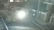 VIDEO: बाइक सवार ने महिला के साथ की चेन स्नेचिंग, CCTV में कैद हुई रोंगटे खड़े  कर देने वाली वारदात