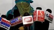 मीडिया के सामने आई दलित रेप पीड़िता तब उच्च जाति के आरोपी को यूपी पुलिस ने किया गिरफ्तार