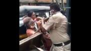 VIDEO: कंटेनमेंट एरिया में सब्जी बेचने से रोकने पर महिला ने पुलिसकर्मियों के साथ की हाथापाई