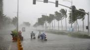 Cyclone Nisarga: अगले 24 घंटों में इन इलाकों में भारी बारिश का अलर्ट, हवा की रफ्तार 100 km/h
