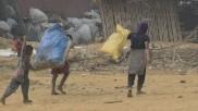 लॉकडाउन में स्कूल बंद होने से नहीं मिल रहा मिड डे मील, कूड़ा बेचने को मजबूर हुए बच्चे