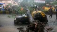 Mumbai: 107 किमी/घंटे की रफ्तार से चल रही हवा, भारी बारिश के बाद रेड अलर्ट जारी, लोगों से घरों में रहने की अपील
