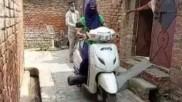 कोरोना मरीजों के घर तक ऑक्सीजन पहुंचाकर जीवन बचा रही शाहजहांपुर की बिटिया, कहा- योगी सरकार से मदद नहीं मिली