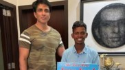 Sonu Sood से मिलने नंगे पांव हैदराबाद से मुंबई पहुंचा ये फैन, 700KM चला पैदल