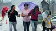यूपी-एमपी सहित इन राज्यों में अगले 5 दिन झमाझम बारिश, जानिए दिल्ली पर कब बरेसेंगे बादल