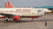 किसके होंगे 'महाराजा': टाटा, स्पाइसजेट ने लगाई एयर इंडिया के लिए बोली