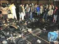 कराची में झुग्गियों में आग, 30 मरे