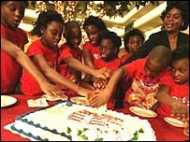 एक साथ जन्मे आठ बच्चे सकुशल हैं