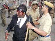 पुलिस प्रशासन को कोर्ट का नोटिस