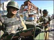 'प्रदर्शनों को देखते हुए श्रीनगर में कर्फ़्यू'