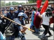 नेपाल में पुलिस और माओवादियों में संघर्ष