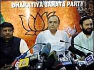 जेटली ने भाजपा महासचिव का पद छोड़ा