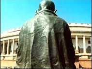 महंगाई पर संसद में हंगामा