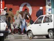 कश्मीर में आँसू गैस से युवक की  मौत