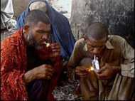 अफ़ग़ानिस्तान में बढ़ रहे हैं नशेड़ी