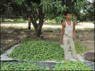 दशहरी गाँव को कूड़ाघर बनाने का विरोध
