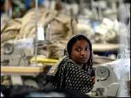 ढाका में सैकड़ों फ़ैक्ट्रियों में कामकाज बंद