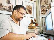 बापू के सामान के लिए धन जुटा रहे तुषार गांधी