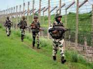 पाक ने सीमा की 17 चौकियों पर की फायरिंग, 8 लोग घायल