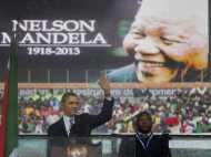 मंडेला की शोकसभा में तस्वीर खिंचवाकर फंस गए ओबामा