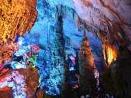 बूंद-बूंद पानी से घड़ा भरता है, यहां रहस्यमयी गुफाएं बन गईं