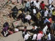 दिल्ली के इंद्रलोक में 3 मंजिला इमारत ढही, 4 लोगों की मौत, कई लोग अब भी फंसे