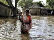 बिहार: बेकाबू होती जा रही बाढ़, जलमग्न गांवों में रेस्क्यू ऑपरेशन जारी