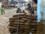 पुलिस ने धर दबोचे 2 उग्रवादी, कई शक्तिशाली बम बरामद