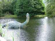 OMG! स्कॉटलैंड की झील में ये जीता जागता विशाल जीव क्या है