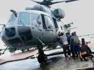 जन्नत में बाढ़, निशाने पर वायुसेना के हवाई जहाज, पत्थरों से कर रहे हैं हमला