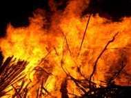 विरोध करने पर महिला को जला दिया जिंदा