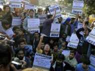 उबर कैब के खिलाफ आप और एनएसयूआई का गृहमंत्री  के घर बाहर प्रदर्शन