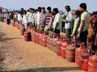 नए साल पर सरकार का नया तोहफा, LPG सिलेंडर के रेट में कटौती