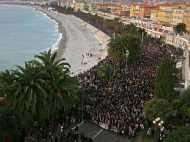 चार्ली हेब्दो पर हमले के विरोध में फ्रांस की सड़कों पर उतरे 10 लाख लोग