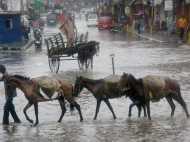 जम्मू-कश्मीर में कुदरत का कहर, 10 की मौत 17 लापता, पीएम ने भेजा दल