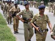 Video में देखिए दिल्ली पुलिस का सिंघम, कार रोकने के लिए ऐसी छलांग और फिर...