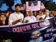 हत्याओं के विरोध में सड़कों पर उतरी पत्रकार बिरादरी