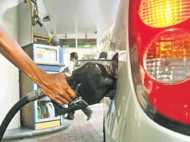 दिल्ली में महंगा, लेकिन देशभर में 2 रु. सस्ता हुआ पेट्रोल-डीजल