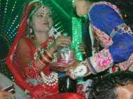 जहां सीता पीती हैं कोल्ड ड्रिंक, हनुमान दौड़ते हैं सड़क पर, ताड़का चलाती है व्हाट्सएप
