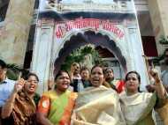 शनि शिंगणापुर विवाद: अब पुरुष भी नहीं कर पाएंगे चबूतरे पर चढ़कर पूजा