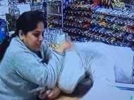 देखें वीडियो: अमेरिका में स्टोर लूटने आए बदमाश से कैसे भिड़ गई भारतीय महिला