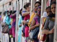 ट्रेन में सफर कर रही अकेली महिलाओं के लिए रेलवे की खास सुविधा