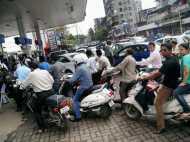 महंगाई की मार: पेट्रोल 0.83 तो डीजल 1.26 रुपये हुआ महंगा