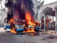 आजमगढ़ में सांप्रदायिक हिंसा के बाद कई अधिकारियों की छुट्टी, इंटरनेट पर लगा बैन
